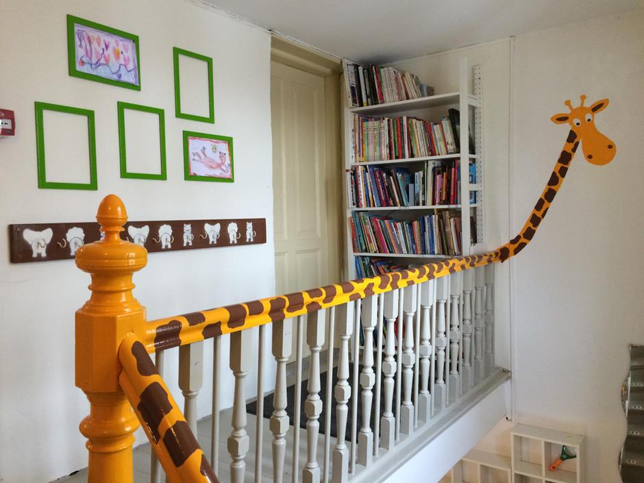 Vi har en giraff som bor i yttergangen