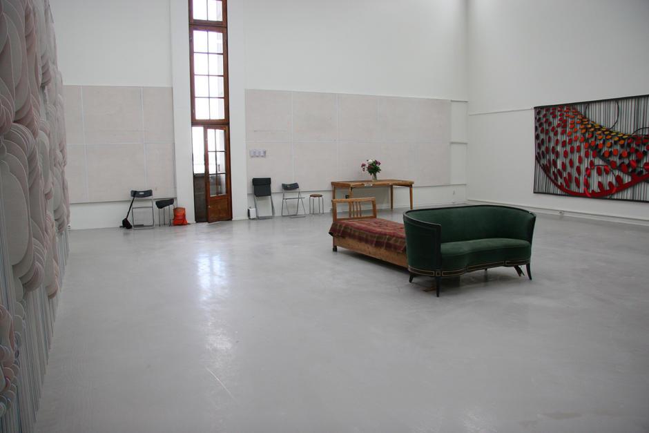 Atelier i Oslo Rådhus, her med kunst av May Bente Aronsen