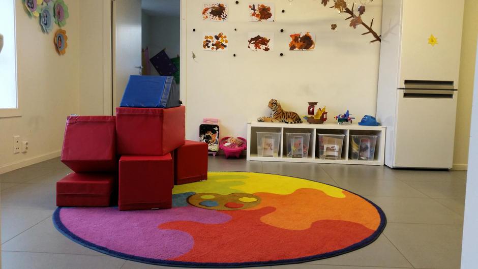 Bilde av det ene lekerommet i barnehagen.