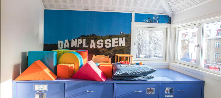 Det blå rommet med puter
