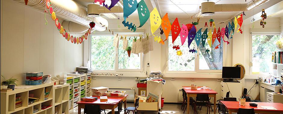 """Bilde fra et """"klasserom"""" til en barnegruppe."""