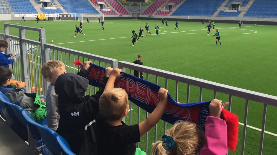 Bilde av barn på fotballkamp