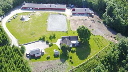 Dronebilde over Hauger gård