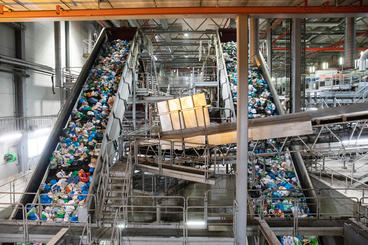 Image of waste sorting plants, where blue and green bags are optically sorted away from residual waste.