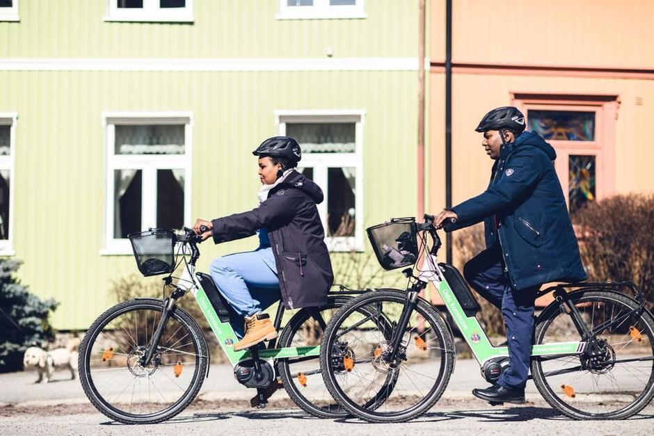 Ansatte i Oslo kommune på elsykler.