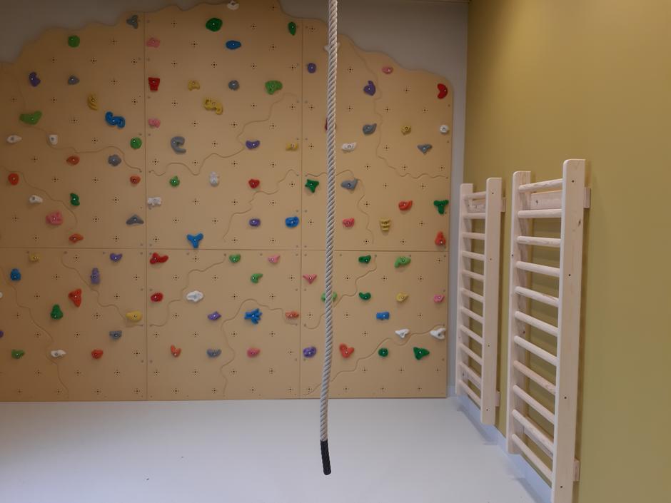 Bildet viser klatrevegg og ribbevegg