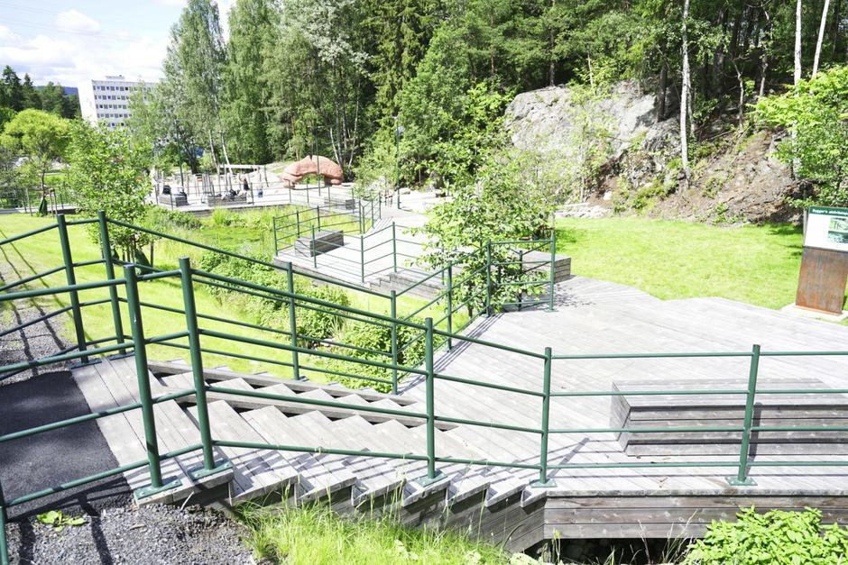 Bilde av aktivitetspark i grønne omgivelser