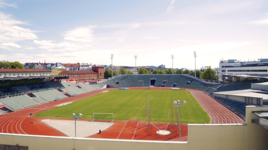Overblikkbilde over hele Bislett stadion sett fra innsiden