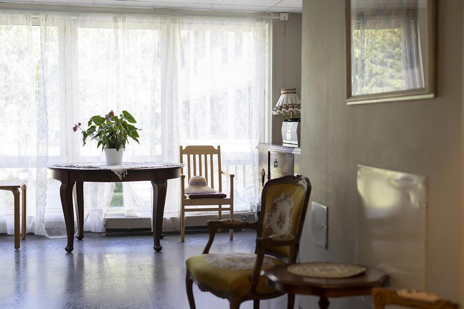 Bilde av rom med pene tidløse møbler