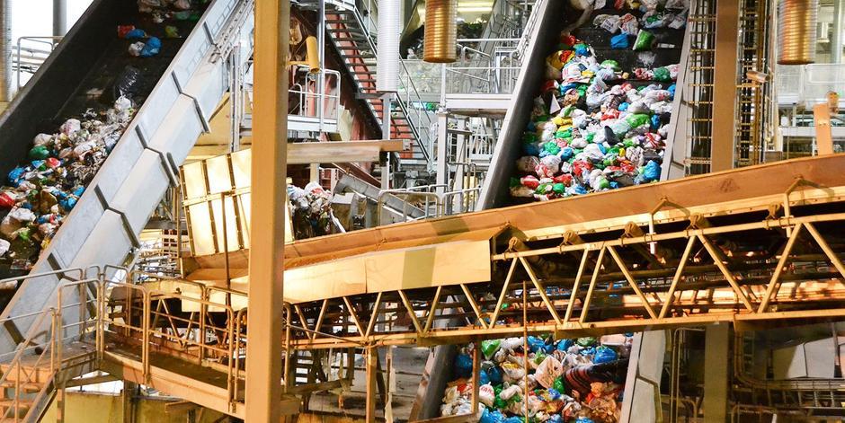 sorteringsanlegges på haraldrud, mengder av plastposer