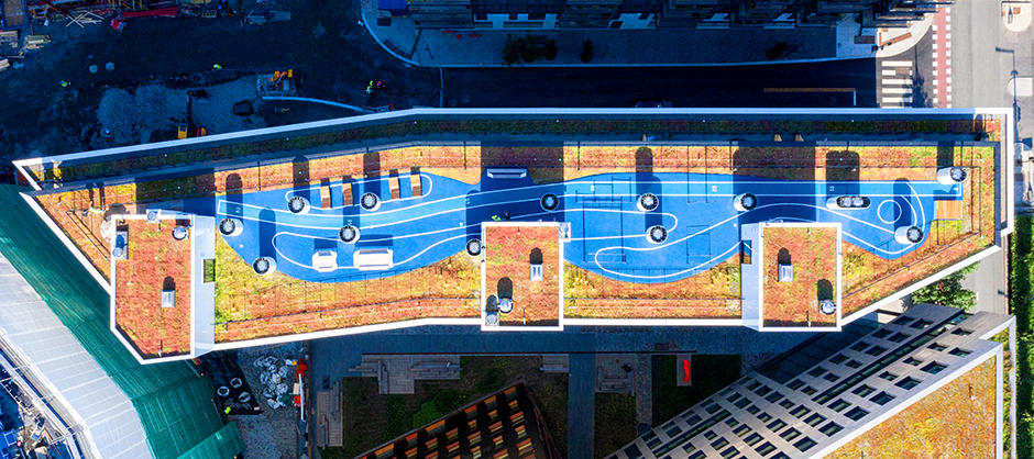 Flyfoto av takterrasse på høyblokk i barcodeområdet