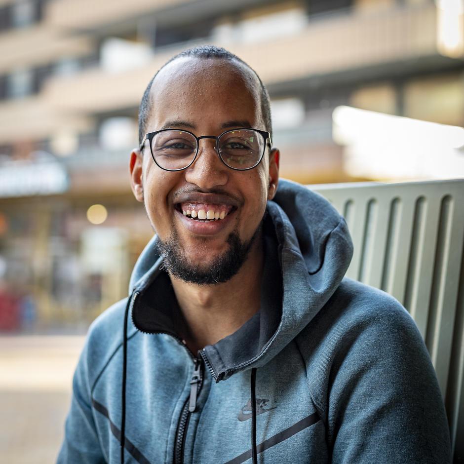 Absame Ali deltok i Bestå-prosjektet og studerer nå IT på Hønefoss. Foto: Tore Fjeld.