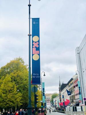 Bilde av OXLO-banner på flaggstang.