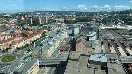 oversiktsbilde tatt fra postbygget som viser deler av Schweigaards gate og Nylandsveien over sporområdet mot Galleri Oslo.
