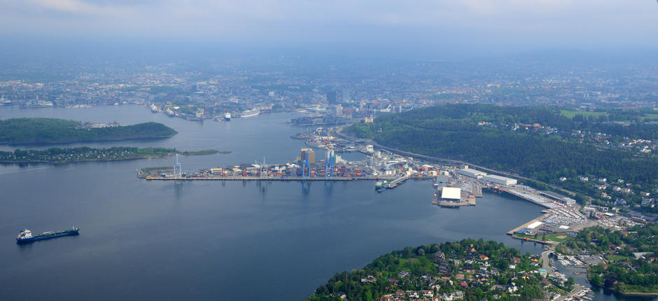 Oversiktsbilde av containerhavnen.