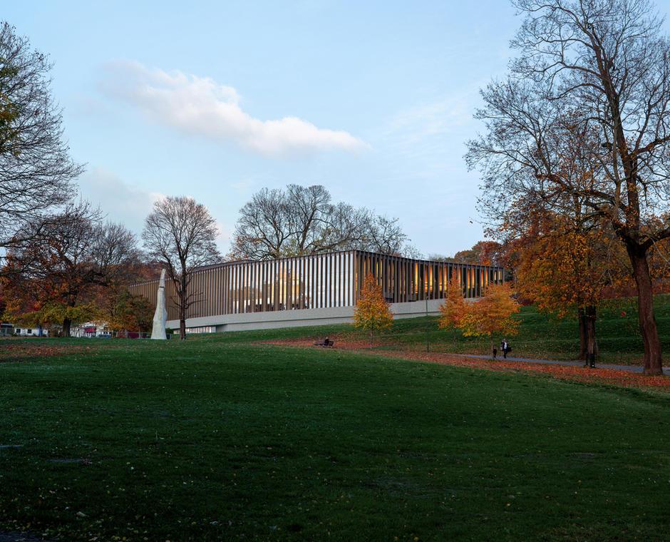 Illustrasjon av det nye Tøyenbadet sett fra parken