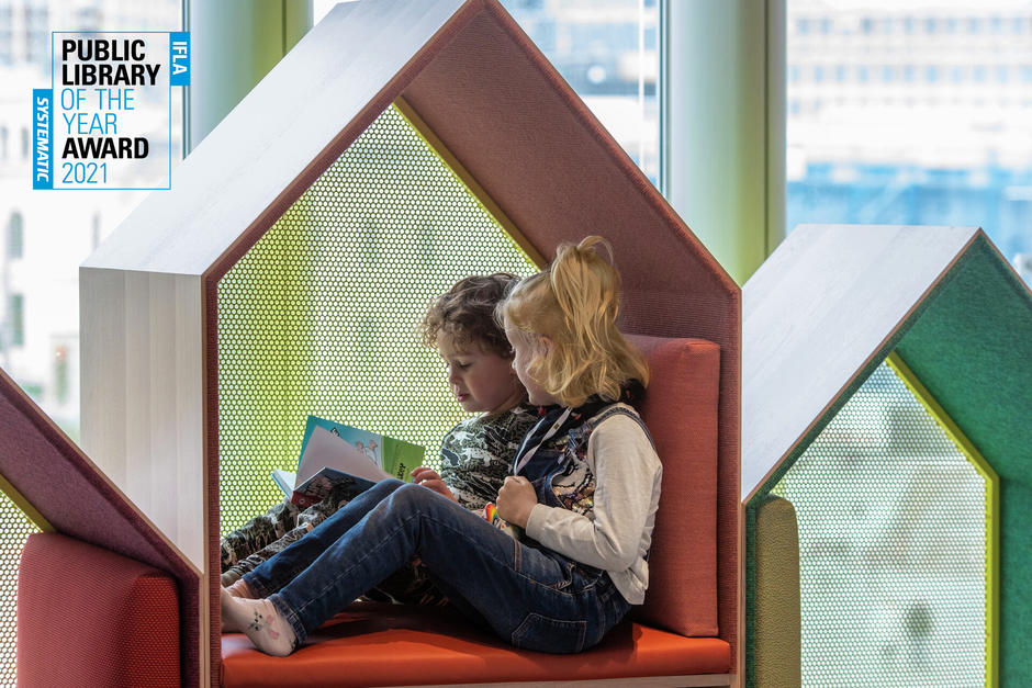 To barn som leser