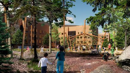 Barn leker i skolepark