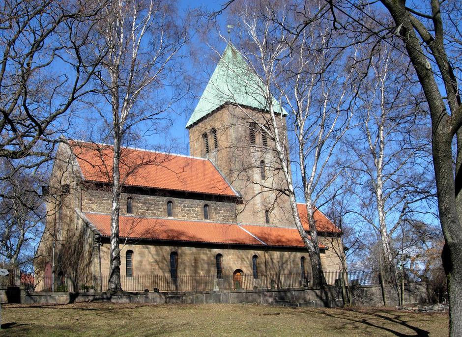 Gamle Aker kirke foto