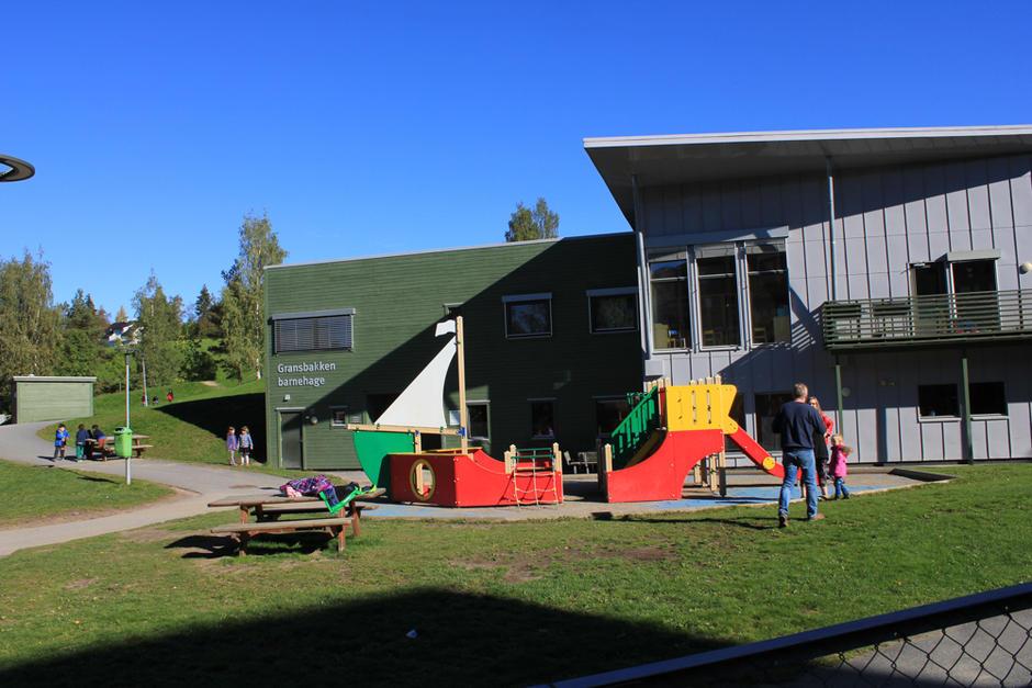 Spennende lekeapparater Gransbakken barnehage