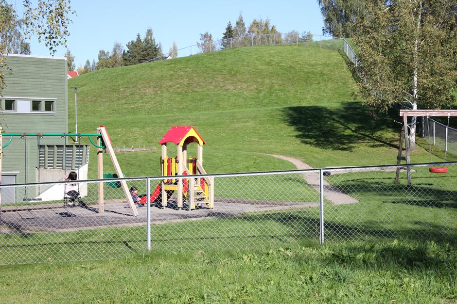 Spennende uteområder og lekeapparater Gransbakken barnehage