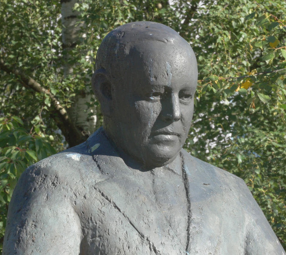 Statue av Trygve Lie på Trygve Lies plass
