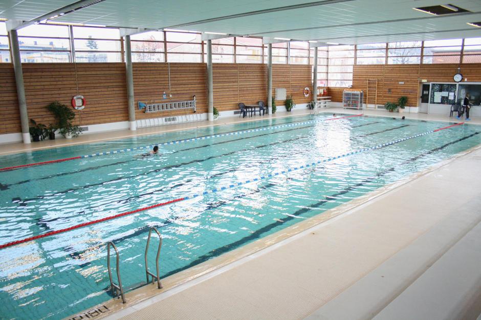 Folk svømmer i Nordtvet bad.