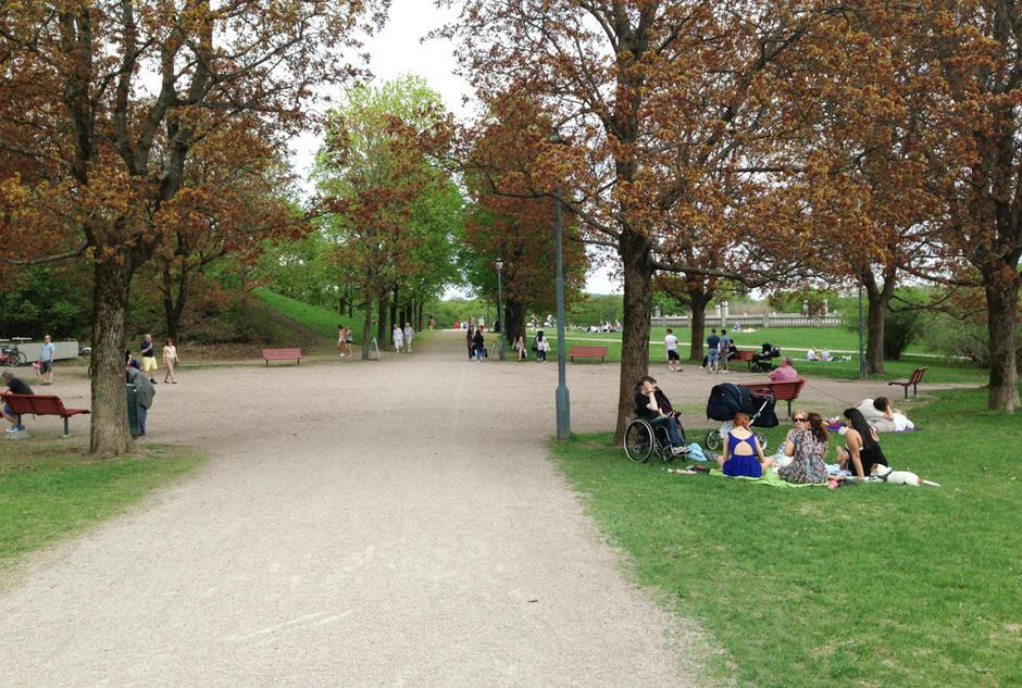Piknikk nær sti i Frognerparken.