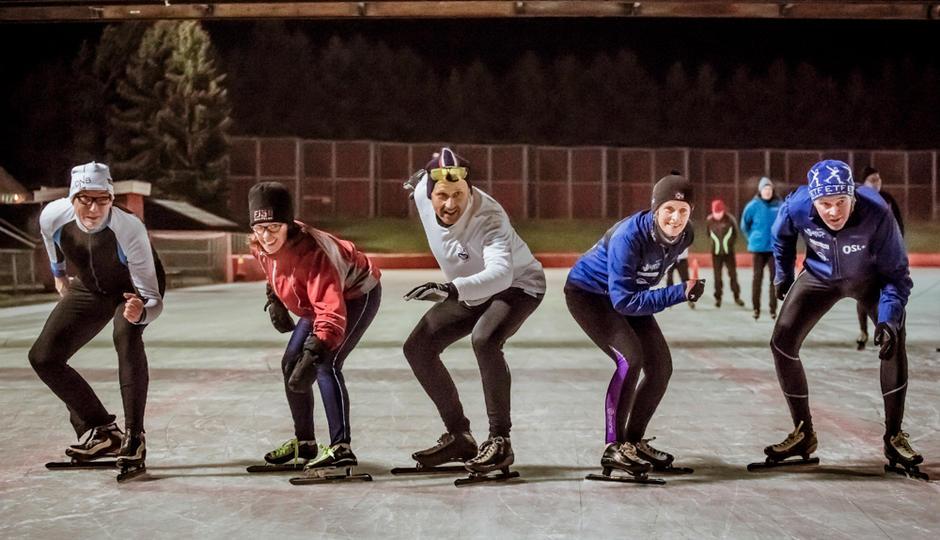 Skøyteløpere på Valle Hovin stadion.